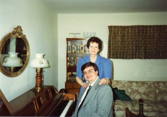 AT%20THE%20PIANO%20WITH%20MOM.jpg
