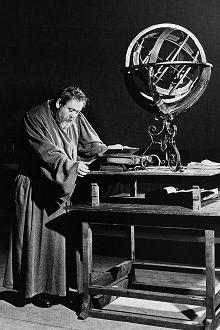 Charles_Laughton_in_Galileo.jpg