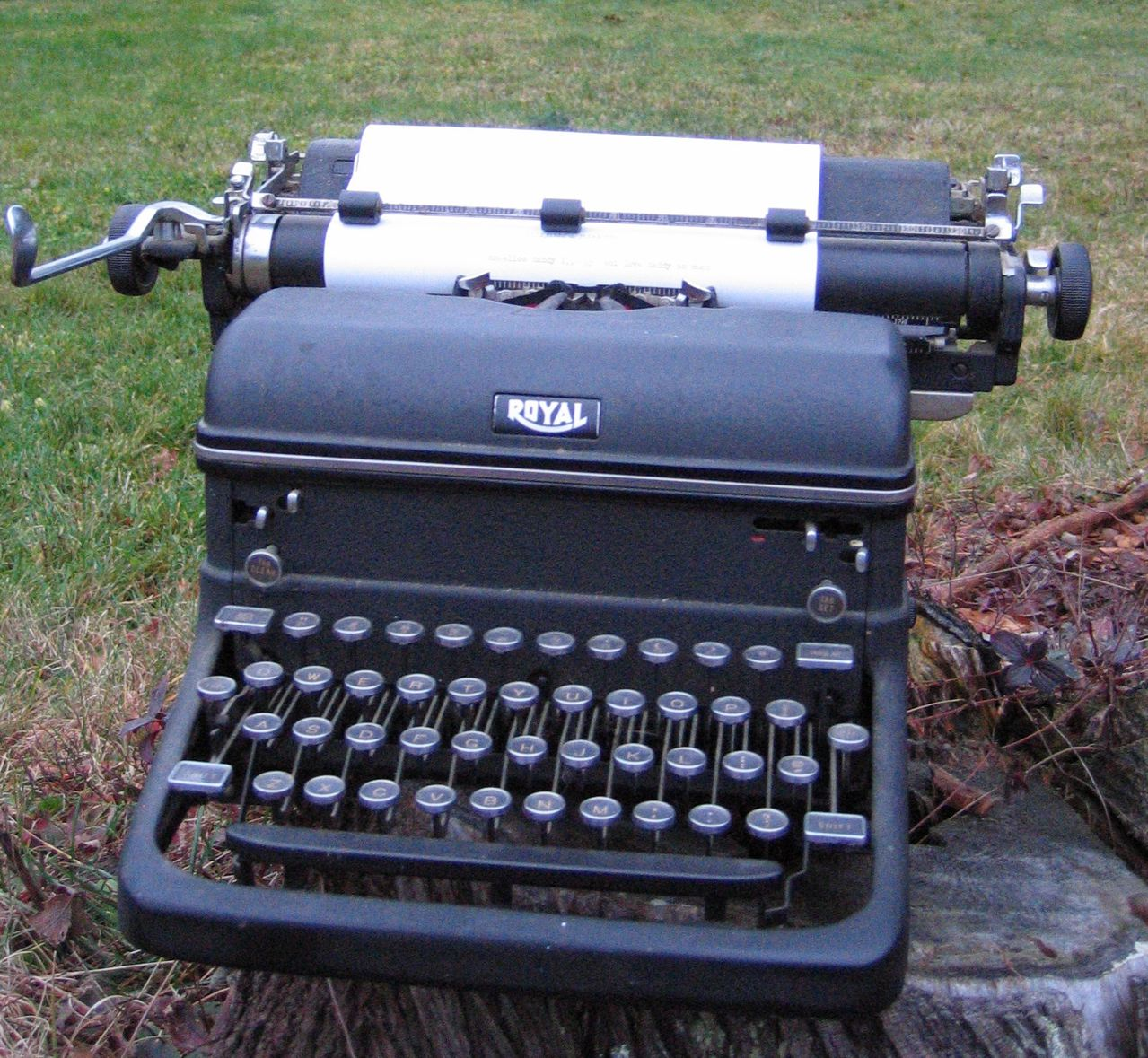 Nelson-Royal-Typewriter.jpg