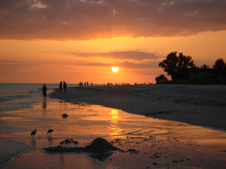 Sanibel_Island_Sunset_from_the_Beach.jpg
