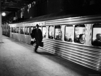 alfred-eisenstaedt-commuter-on-the-new-york-new-haven-line-running-to-catch-train-pulling-out-of-grand-central-station-1.jpg