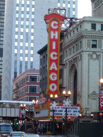 chicago-theatre.jpg