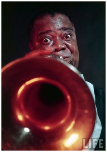 louis-armstrong-blowing-on-trumpet-tulsa-1954