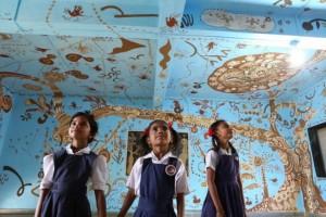 Mud murals by yusuke asai, India