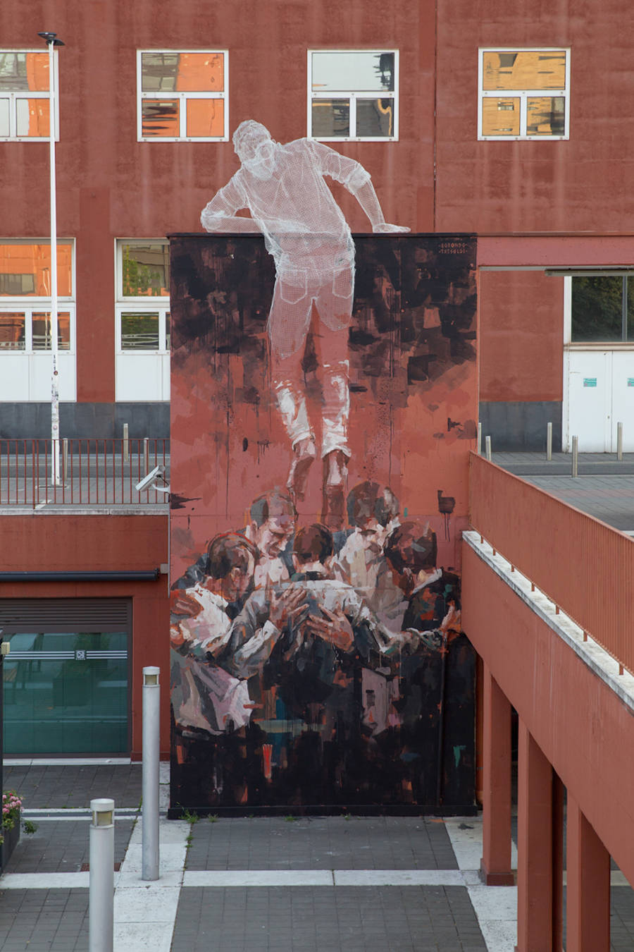 Edoardo Tresoldi , in collaboration with the street artist Gonzalo Borondo, Milan, 2015