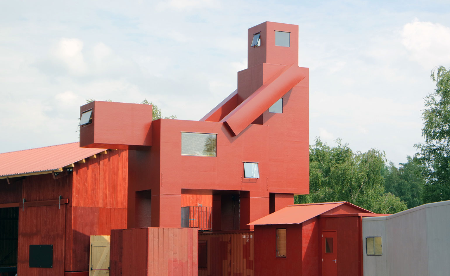 Atelier Van Lieshout at the Ruhrtriennale. Yes it is a man screwing an animal.