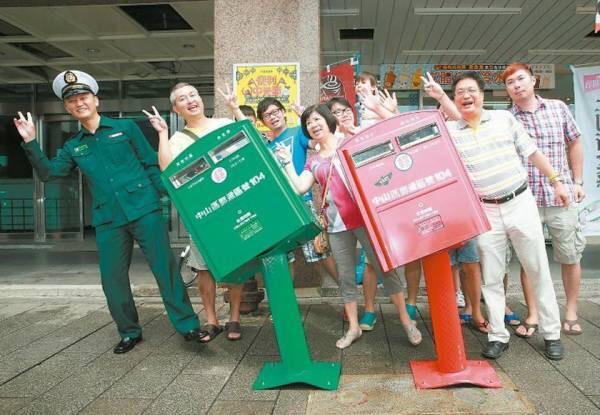 Mailboxes in bent by a typhoon become popular works of public art in Taiwan