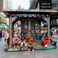 Sign the LETTER TO Mayor Bill de Blasio – Don't Rip Up the Times Square Plazas!