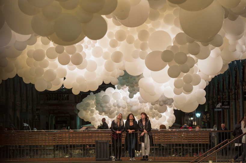 "Charles Petillon, ""Heartbeat"" with 100,000 white balloons, Covent Gardens, UK"