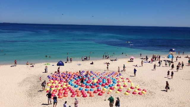 "Warlukurlangu Collaboration's ""Water Dreaming"" at Sculptures by the Sea, Australia"
