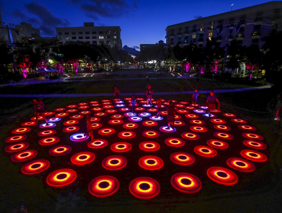 Jen Lewin, The Pool, an interactive glow in the dark art