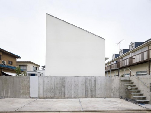 Suppose Design, House in Fuchu, 2011. Footprint 629 sq. ft.