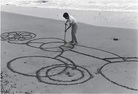 Atsuko Tanaka, Round on Sand, 1968