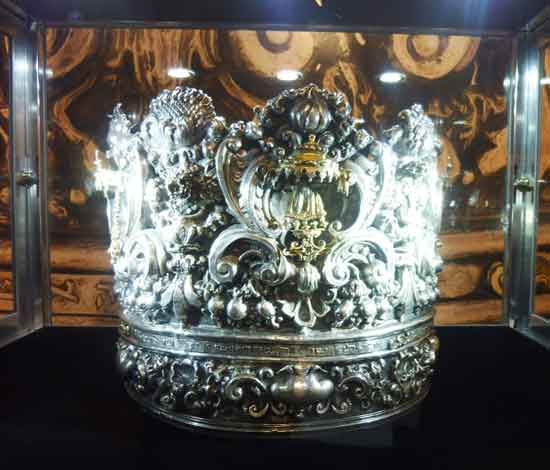 The Met's new $857,000 crown Photo by Lee Rosenbaum