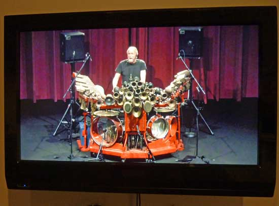 "Video screenshot of Llyn Foulkes singing and playing his wacky ""machine"" Photo by Lee Rosenbaum"