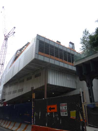 Southeast corner of in-construction Whitney, abutted by the High Line, at right Photo by Lee Rosenbaum