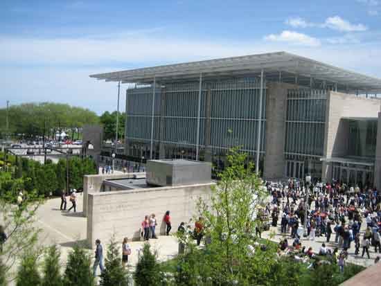 Art Institute of Chicago's Modern Wing on opening day, May 16, 2009 Photo by Lee Rosenbaum