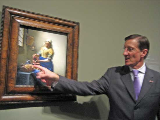 "Curator Walter Liedtke discussing the fine points of Vermeer's ""The Milkmaid"" Photo by Lee Rosenbaum"