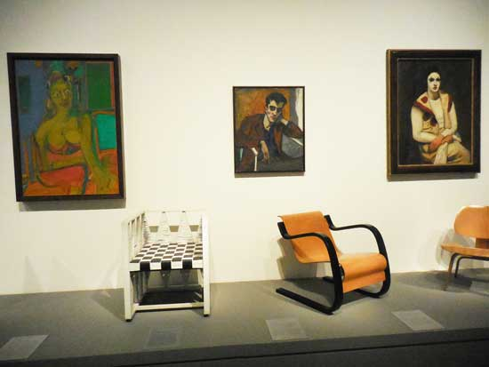 The Odd Trio: de Kooning, 1944; Neel, 1946; Kuhn, 1930, along with modernist chairs Photo by Lee Rosenbaum