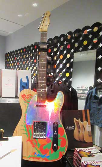 """Rockin' at the Met with """"Play It Loud"""": Guitar Action & My"""