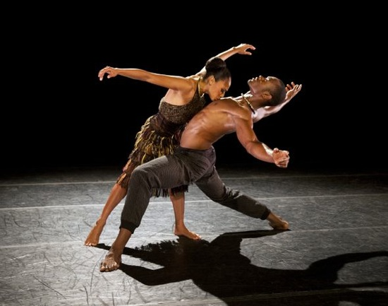 Linda Celeste Sims devours  Jamar Roberts in Lift. Photo: Paul Kolnik