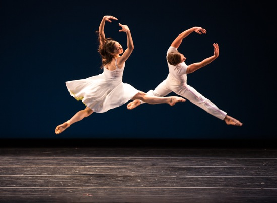 Daphne Fernberger (L) and Lorrin Brubaker in Lar Lubovitch's Concerto Six Twenty-Two. Photo: Rosalie O'Connor