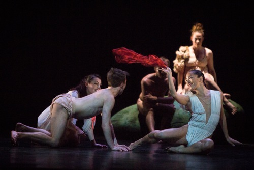 Snow White (Nagisa Shirai) with her amorous friends early in her adventure. Others (L to R): Anais Pensé, Liam Warren, Aurélien Charrier and Céline Marié. Photo: Yi-Chun Wu