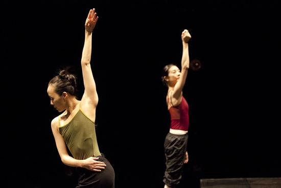 (L) Fang-Yi Sheu and Yuan Yuan Tan in Russell Maliphant's Two x Two. Photo: Xiiaojing Wang