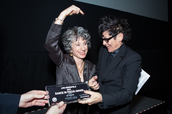 Lois Greenfield receives her Dance in Focus award from choreographer Elizabeth Streb. Photo: Yi-Chun Wu
