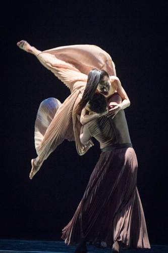 PeiJu Chien-Pott and lloyd Knight in Andonis Foniadakis's Echo. Photo: Yi-Chun Wu