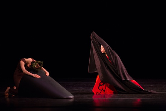 Kellie Drobnik (L) as She of the Ground and Tiare Keeno as One Who Seeks in Martha Graham's Dark Meadow. Photo: Rosalie O'Connor