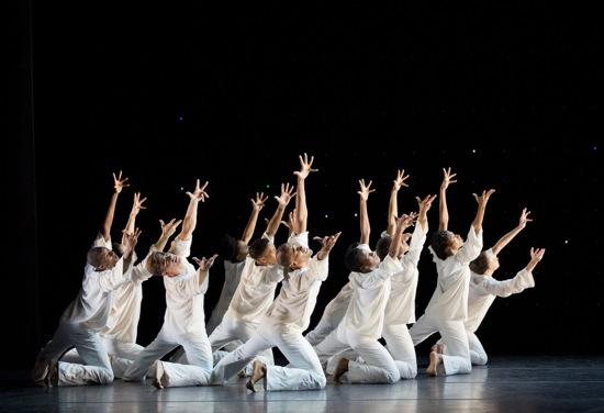 Alvin Ailey American Dance Theater in Robert Battle's Awakening. Photo: Paul Kolnik Credit Photo: Paul Kolnik studio@paulkolnik.com nyc 212-362-7778