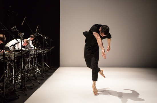 David Norsworthy dancing and (L to R) musicians Jonathan Allen, Terry Sweeney, and Ian Rosenbaum. Photo: Yi-Chun Wu