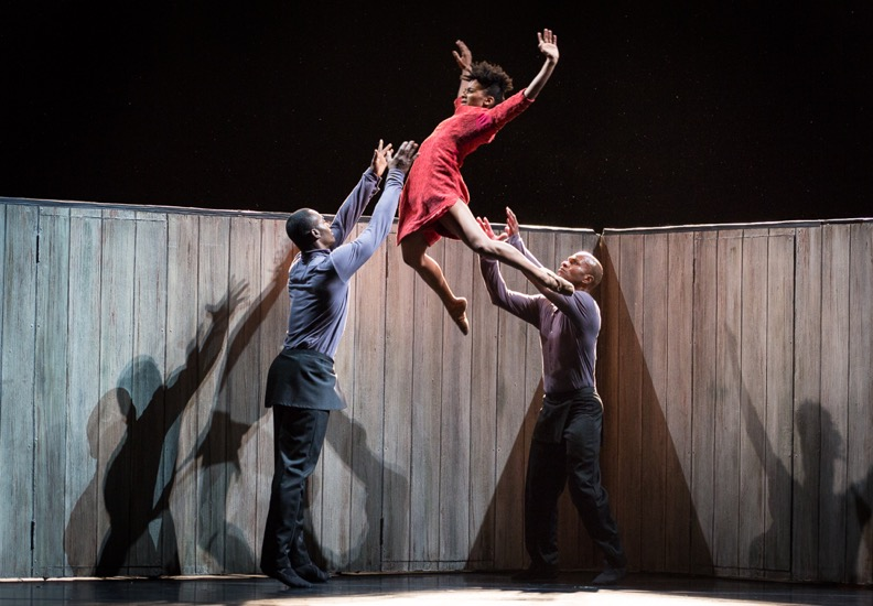 Ailey dances Yannick Lebrun andr Glenn Allen Sims throw Jacquelin Harris. Photo: Yi-Chun Wu