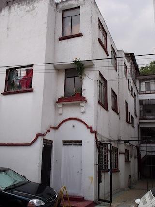 front door Cerrada de Medellin 37