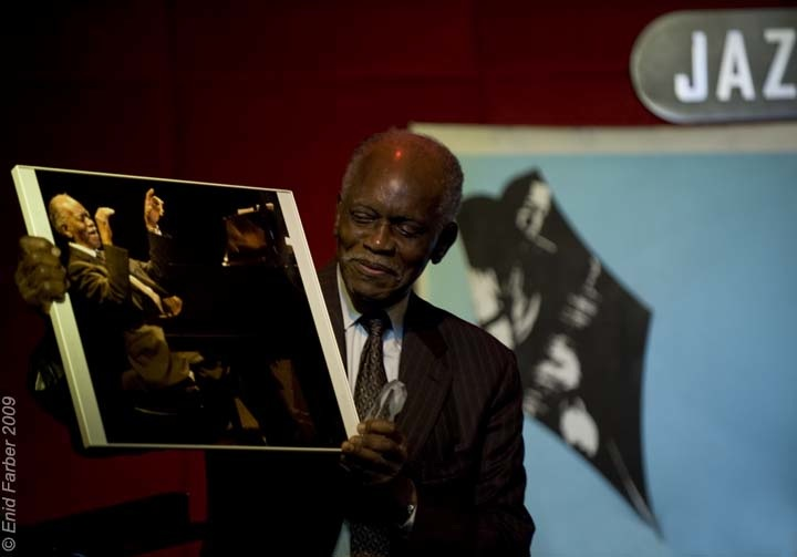 Hank Jones with his (Kris King's) photo enid 09.jpg