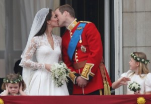 grumpy-flower-girl-prince-william-kate-middleton-kiss-balcony