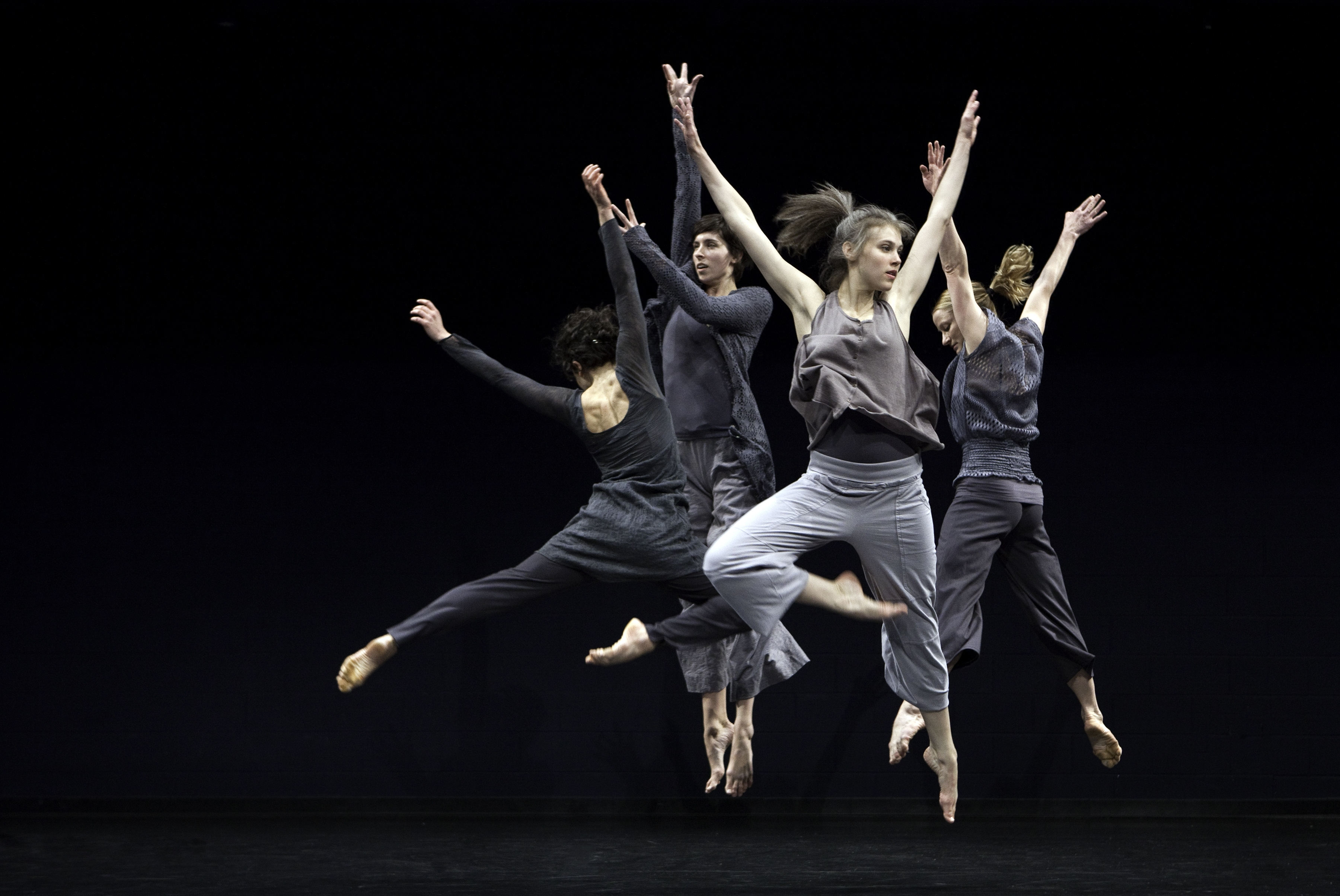 "Doug Varone and Dancers in ""Caruggi."" photo: (c) Cylla von Tiedemann"