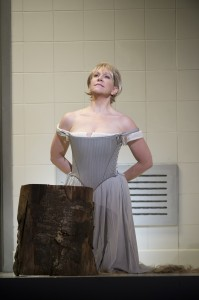 Joyce DiDonato as Maria Stuarda about to lose her head (by Bill Cooper)