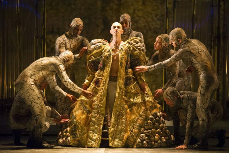 Anthony Roth Constanzo robed as Akhnaten
